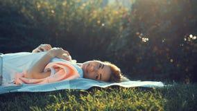каникула девушки счастливая стоковое фото rf