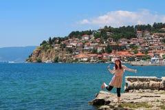 Каникула лета, принципиальная схема свободы, счастливое chee женщины стоковое изображение rf