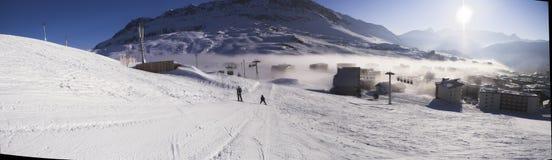 каникула лыжи панорамы alpes стоковое изображение