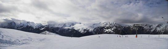 каникула лыжи панорамы alpes стоковое фото