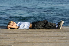 каникула ребенка ослабляя стоковая фотография