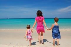 каникула семьи пляжа стоковые фотографии rf