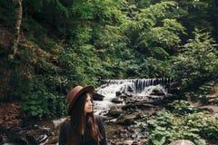 каникула территории лета katya krasnodar концепция перемещения и wanderlust стильный путешественник стоковая фотография