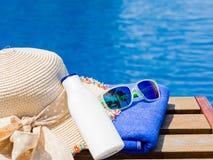 Каникулы, пляж, концепция перемещения лета стоковые изображения rf