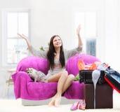 каникула девушки идя счастливая Стоковое Фото