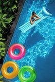 Каникулы летних отпусков Летнее время Кольца поплавка, плавать тюфяка Стоковое фото RF
