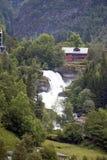 Каникулы и перемещение туризма Горы и водопад в Бергене, Норвегии, Скандинавии Стоковое Фото