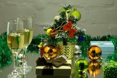 Каннелюры шампанского в установке праздника, крупном плане Стоковая Фотография RF