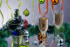 Каннелюры шампанского в установке праздника стоковое фото