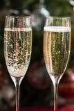 2 каннелюры Шампани на предпосылке рождества Стоковая Фотография RF