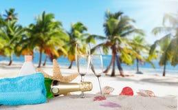 Каннелюры Шампани на солнечном пляже Стоковые Фотографии RF