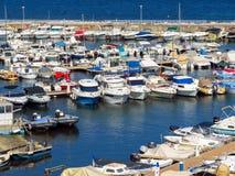 Канн - малые яхты поставленные на якорь в порте Стоковое Изображение RF