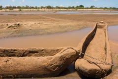 Каное землянки на реке Кении Galana Стоковая Фотография