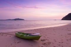 Каное на пляже на twilight времени Стоковое фото RF