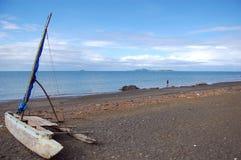 Каное плавания на пляже океана Стоковые Фото