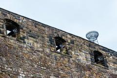Каноны пороха в иллюминаторах на стене замка Стоковые Фото