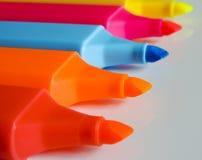 Канцелярские принадлежности - красочный highlighter пишет конец-вверх/макрос Стоковые Фото