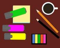 Канцелярские принадлежности: отметки, стикеры, карандаши Взгляд сверху Стоковые Фото