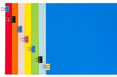 Канцелярские принадлежности радуги с струбцинами Стоковое фото RF