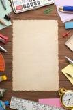 Канцелярские товары и постаретая бумага Стоковое Фото
