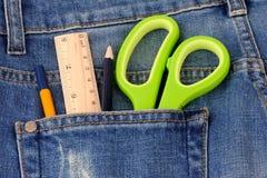 Канцелярские товары на карманн джинсов Стоковая Фотография RF