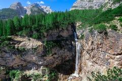 Каньоны и водопад Fanes стоковые изображения rf