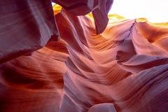 Каньон антилопы - изумляя цвета утесов песчаника стоковые изображения