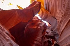 Каньон антилопы - изумляя цвета утесов песчаника стоковая фотография rf