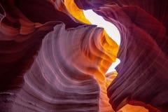 Каньон антилопы - изумляя цвета утесов песчаника стоковая фотография