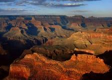 каньон красит грандиозный заход солнца Стоковые Изображения
