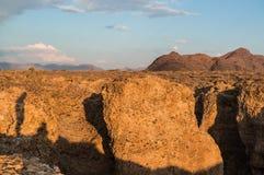 Каньон на заходе солнца с тенью персоны, Sossusvlei Sesriem Стоковое Изображение RF