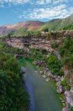 Каньон реки Moraca в горах, Черногории стоковое фото