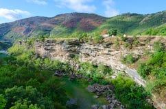 Каньон реки Moraca, ландшафта горы, Черногории Стоковые Фотографии RF
