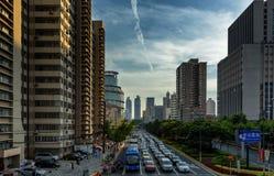 Каньон улицы в Шанхае, Китае стоковая фотография rf