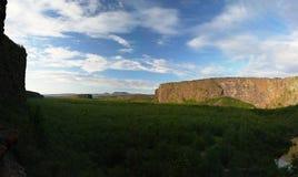 Каньон Asbyrgi на заходе солнца стоковые изображения