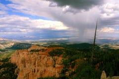 Каньон Brice с бурным дождем стоковая фотография