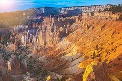 Каньон Bryce как осмотрено от пункта восхода солнца на нации каньона Bryce Стоковое фото RF