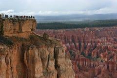 каньон bryce обозревает туриста Стоковые Изображения
