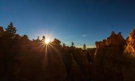 Каньон Bryce, Юта, пейзаж перспективы в осени на восходе солнца Стоковая Фотография