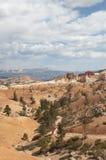 Каньон Bryce Hoodoos ландшафт пустыни с деревьями Стоковые Изображения