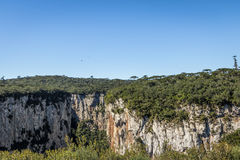 Каньон Itaimbezinho на национальном парке Aparados da Serra - Cambara делает Sul, Rio Grande do Sul, Бразилию стоковое фото