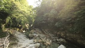 Каньон Martvili, Georgia Река Abasha ландшафта Естественный памятник расположен в деревне Inchkhuri видеоматериал