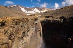 Каньон Opasny на наклонах вулкана Mutnovsky стоковое фото