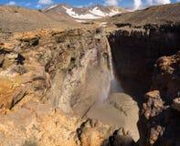 Каньон Opasny на наклонах вулкана Mutnovsky стоковые фотографии rf