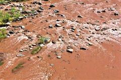 Каньон Salt River, в пределах белой индейской резервации апаша горы, Аризона, Соединенные Штаты стоковая фотография