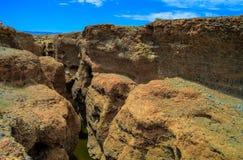 Каньон Sesriem реки Tsauchab, Sossusvley Намибии стоковая фотография