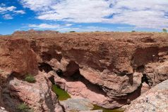 Каньон Sesriem реки Tsauchab, Sossusvley, Намибии стоковое фото rf