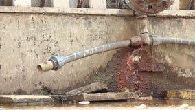 Капание сломанной трубы акции видеоматериалы