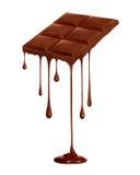Капание шоколада от шоколадного батончика изолированного на белизне стоковые фотографии rf