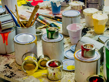 Капая краски и щетки Стоковое Фото